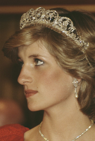 Фото №4 - Протест или протокол: почему Кейт не надела тиару Дианы на свою свадьбу