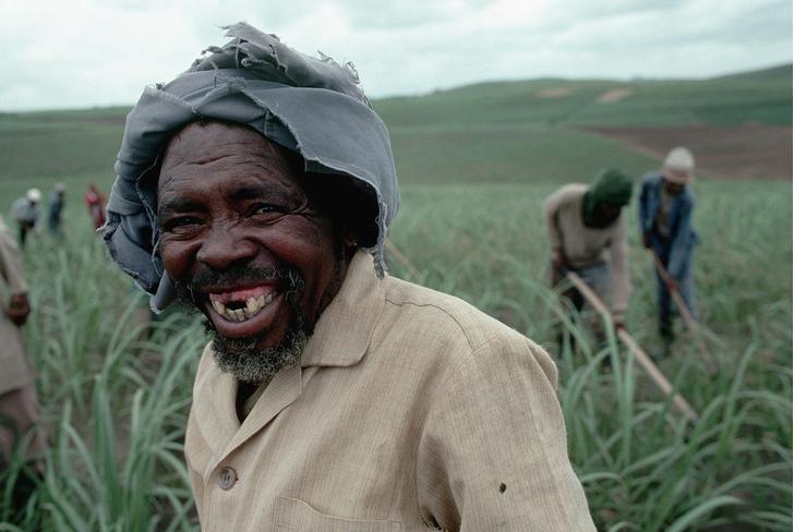 Фото №4 - Золотые, черные, острые: «зубная» мода народов мира