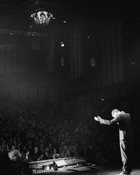 Фото №2 - «Хотела сходить на ваш концерт, но стала жирной»: в Сети уничтожают карьеру Ивана Абрамова