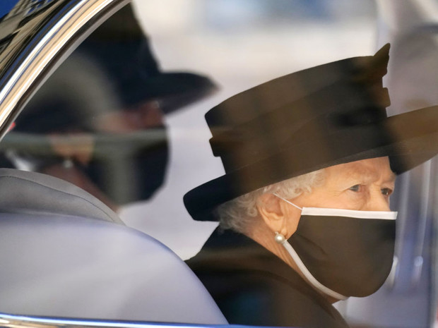 Фото №2 - Верная подруга: кто такая леди Сьюзан Хасси— женщина, сопровождавшая Королеву на похоронах Филиппа