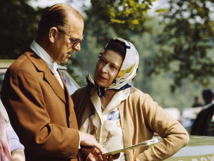 Фото №1 - Как принц Филипп отреагировал на слухи о своих изменах Елизавете