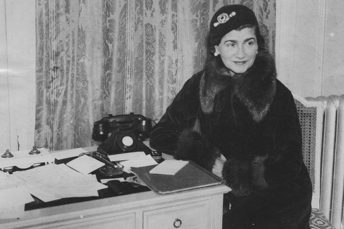 Фортуна под номером пять: история аромата Chanel