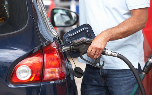 Фото №2 - Сколько километров проедет автомобиль без бензина