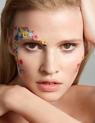 Фото №5 - Стразы и наклейки на лице: новый beauty-тренд