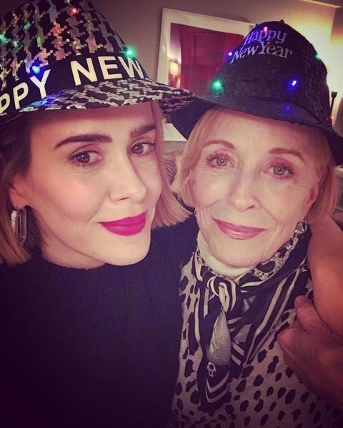 Фото №2 - 45-летняя Сара Полсон честно поведала о любовных отношениях с 77-летней актрисой Холланд Тейлор