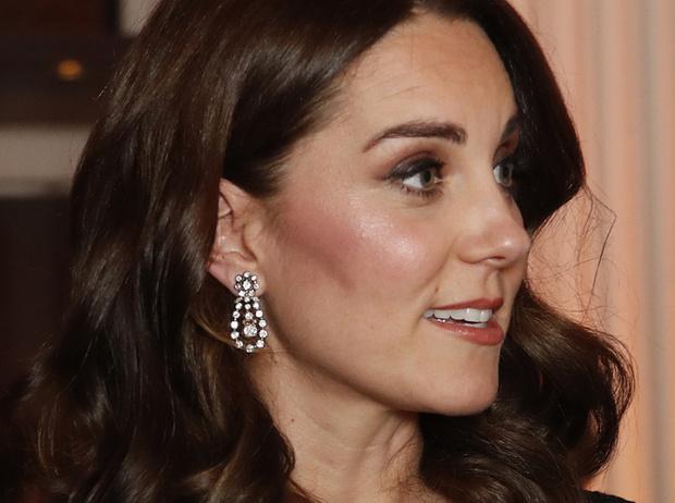 Фото №4 - Почему герцогиня Кейт носит королевские украшения чаще, чем Меган
