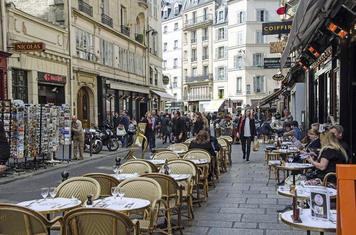 Фото №1 - В Париже ввели крупный штраф за брошенный на улице окурок