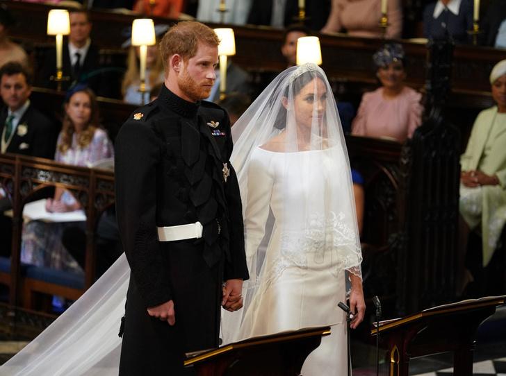 Фото №2 - Самый неожиданный секрет свадебного платья герцогини Меган