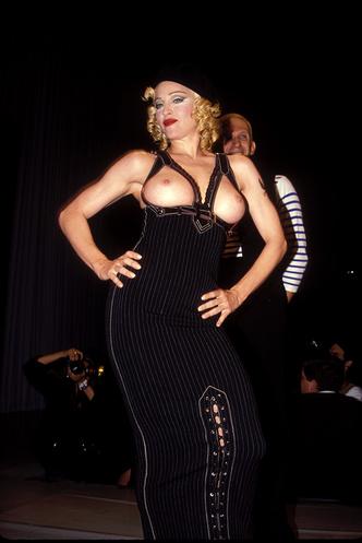 Фото №15 - Королева скандала: самые запоминающиеся образы Мадонны