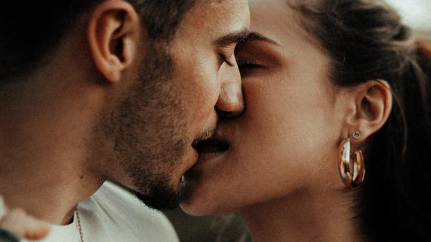 Фото №6 - 10 неожиданных фактов о поцелуях