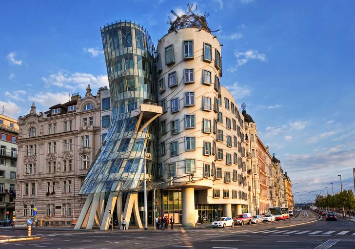 Фото №1 - В Танцующем доме в Праге заработал отель