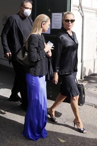 Фото №5 - Неожиданное трио: Ким Кардашьян, Кейт Мосс и Лила Грейс встретились в… Ватикане