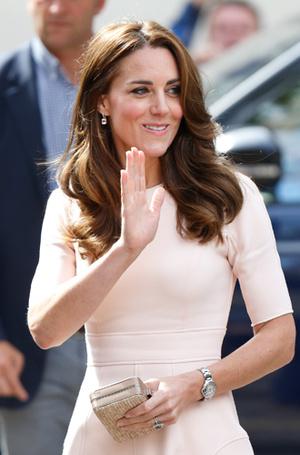 Фото №36 - Королевский дресс-код: любимые сумки герцогини Кембриджской