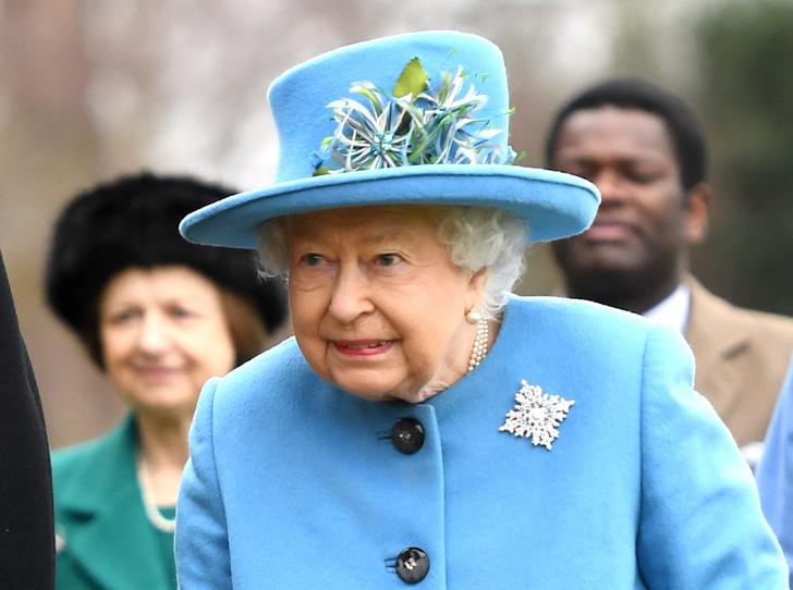 Фото №1 - Украшение с намеком: что и кому хотела сказать Королева с помощью броши