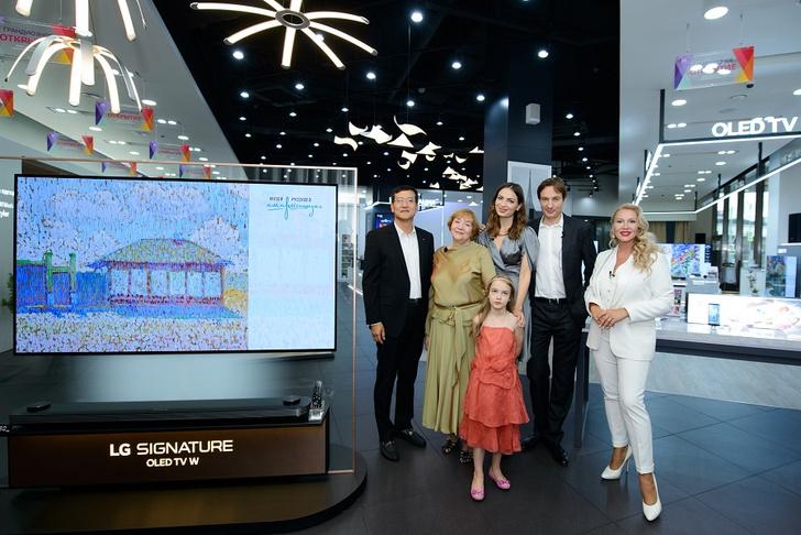 Фото №3 - Первый премиальный магазин LG Electronics: увидеть, попробовать и ощутить инновации