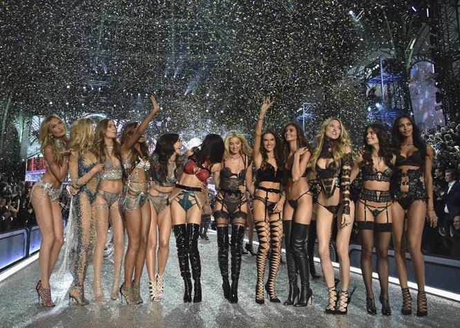 Фото №1 - 10 фактов, которые следует знать об ангелах и Victoria's Secret Show 2016