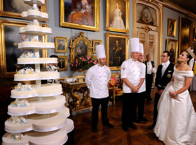 Фото №24 - Сладко: свадебные торты на королевских свадьбах