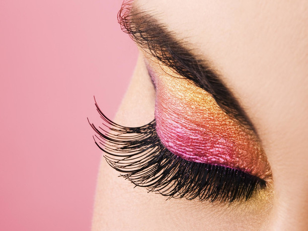 Фото №1 - Советы визажиста: как подобрать тени под цвет глаз и тон кожи