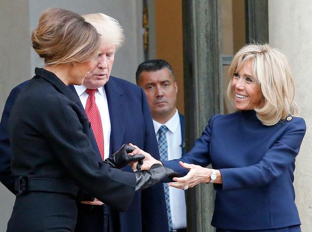 Фото №1 - 18 фотографий Брижит Макрон и Мелании Трамп, доказывающих, что их дружба – это серьезно