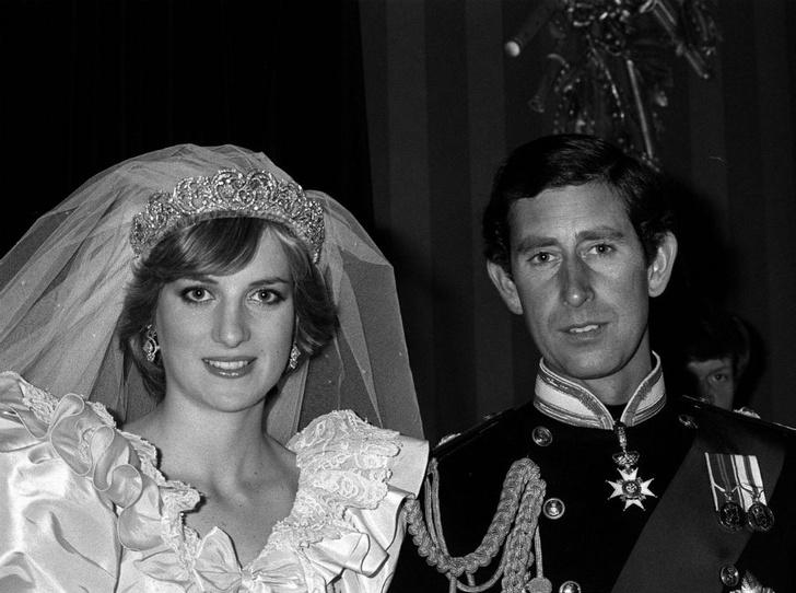 Фото №5 - Протест или протокол: почему Кейт не надела тиару Дианы на свою свадьбу