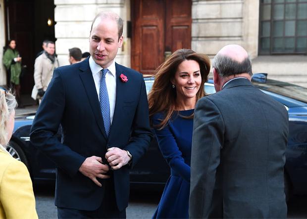 Фото №2 - Не просто платье: что Кейт хотела сказать Королеве своим нарядом