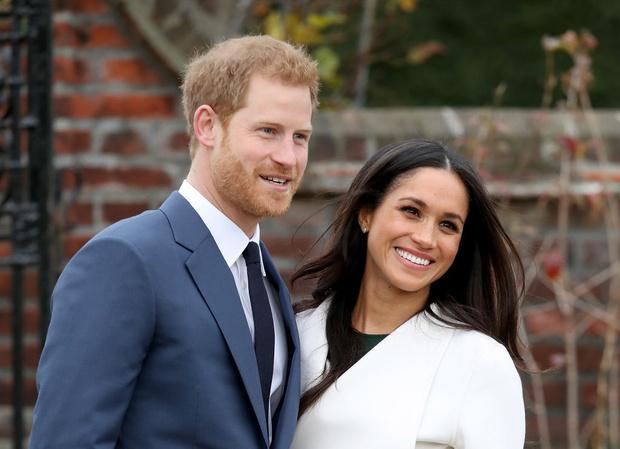 Фото №1 - Мир? Елизавета II приглашает Гарри и Меган на юбилей
