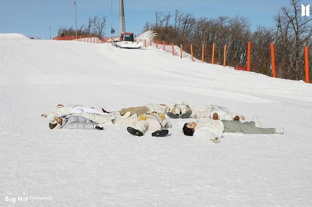 Фото №55 - Снежные ангелы: Big Hit Entertainment выложил 65 новых фото BTS 😍