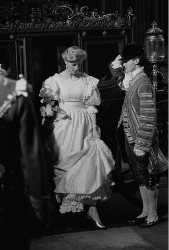 Фото №3 - Стрижка раздора: как принцесса Диана «украла шоу» у Королевы