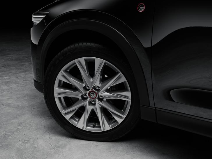 Фото №6 - Шедевр столетней выдержки: Mazda представила кроссовер к собственному юбилею
