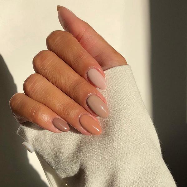 Фото №5 - С каким цветом ногти кажутся длиннее: 10 самых модных маникюров