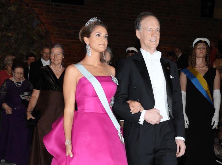 Фото №2 - Парад тиар в Стокгольме: шведская королевская семья на вручении Нобелевской премии
