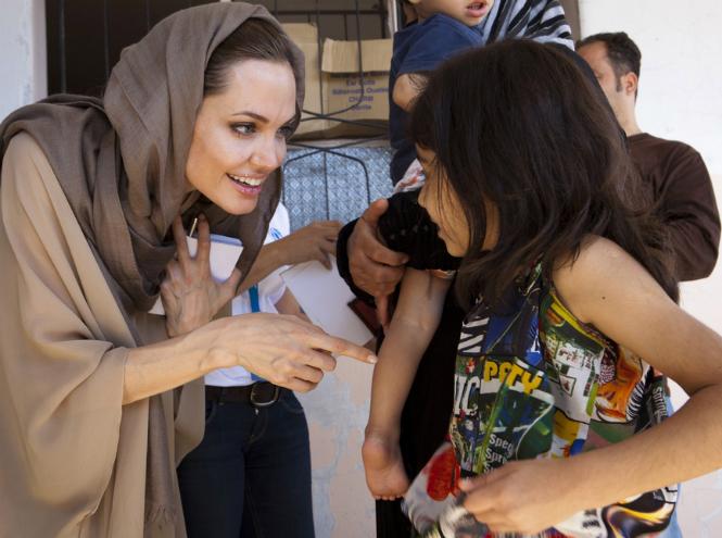 Фото №3 - Чем занимается Анджелина Джоли сегодня