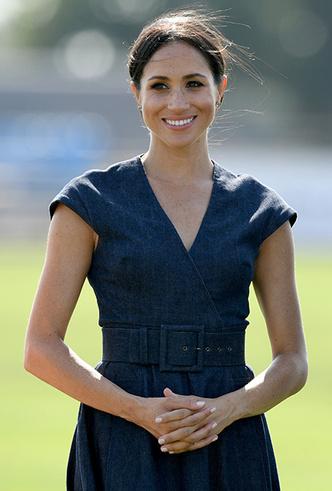 Фото №4 - 10 восхитительных джинсовых платьев, как у Меган Маркл и королевы Летиции