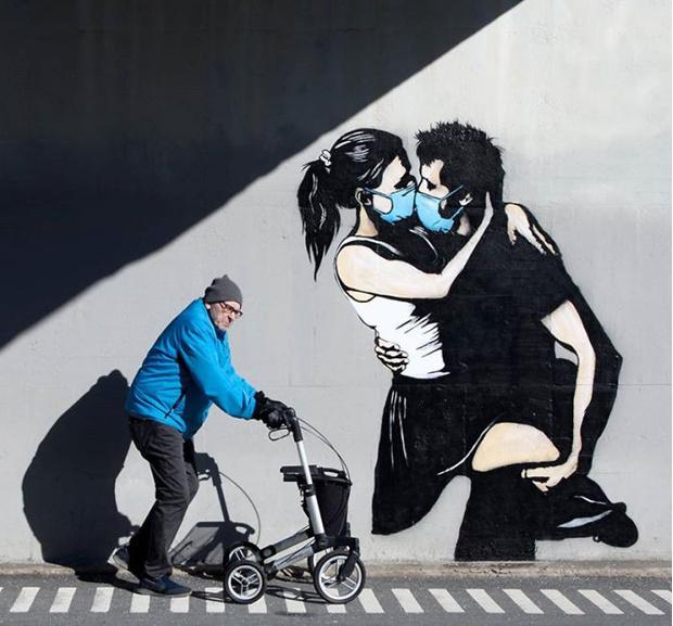 Фото №10 - 20 граффити со всего мира, навеянные коронавирусом