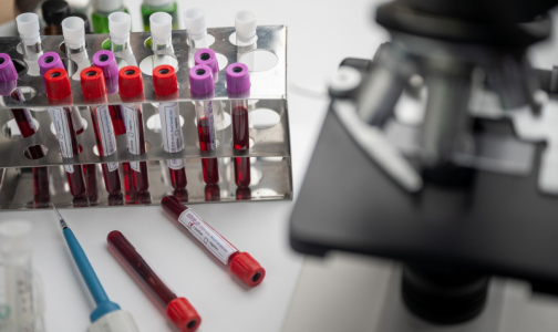 Фото №1 - Экс-главный инфекционист Минздрава рассказала, кому вакцина от коронавируса не нужна