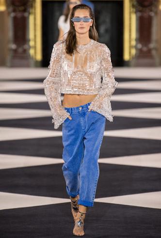 Фото №7 - Скинни, клеш и рваные: самые модные джинсы весны 2020