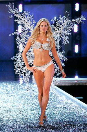 Фото №23 - Полцарства за бюстгальтер: как выглядят все драгоценные Fantasy Bra Victoria's Secret