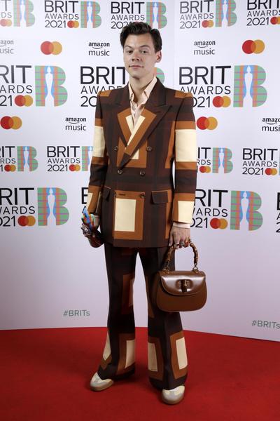 Фото №5 - Дуа Липа в чулках и Билли Портер в платье стали главными звездами на Brit Awards-2021