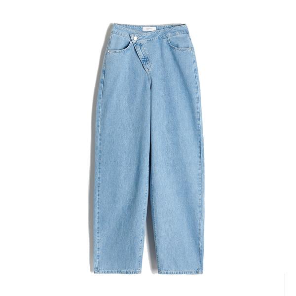 Фото №4 - Модные хиты недели: сумка для наушников, «кривые» джинсы, стильные клоги