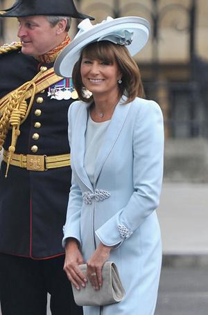 Фото №8 - Без церемоний: как Карл Лагерфельд провоцирует британских монархов