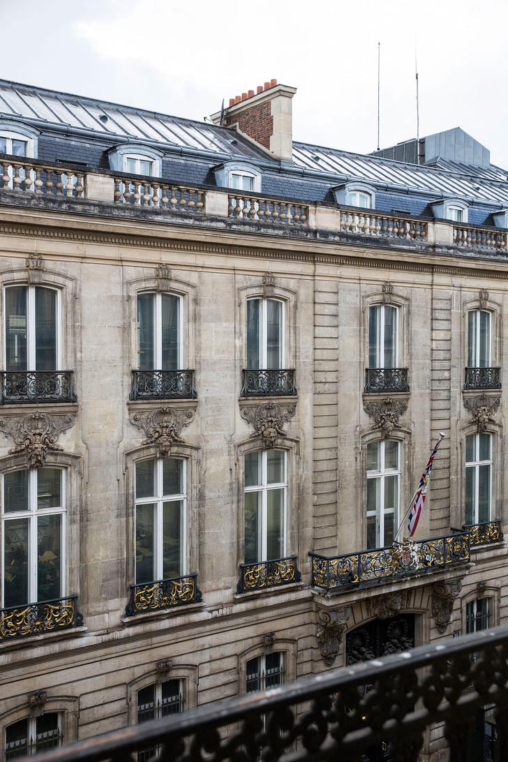 Фото №2 - Нетипичная парижская квартира в черно-белой гамме