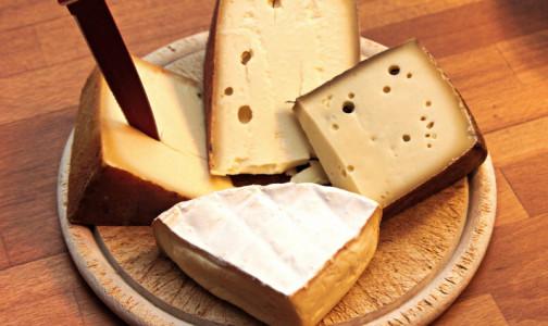 """Фото №1 - Врач - о скрытой опасности чрезмерной любви к сыру: """"Зависимость и болезни цивилизации"""""""