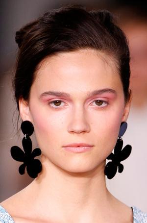 Фото №21 - New pink: 5 трендов «розового» макияжа, которые хочется повторить