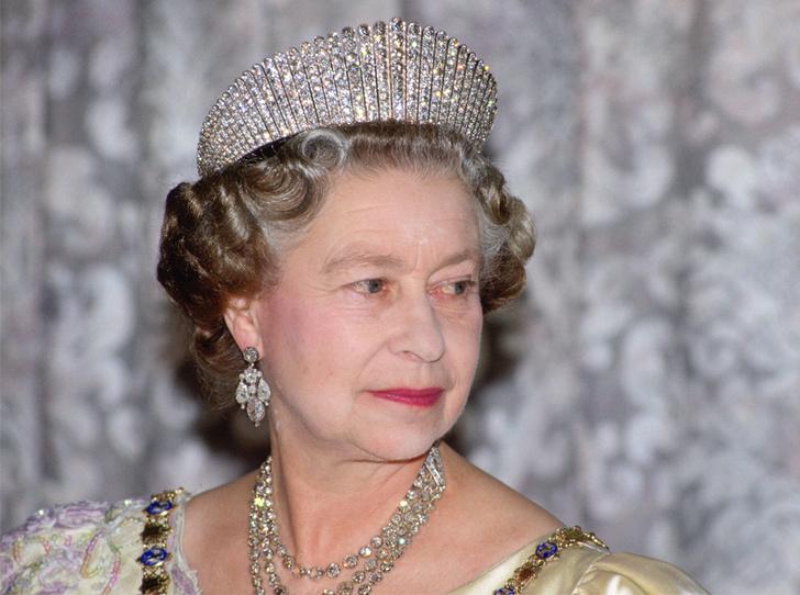 Фото №1 - Как превратить королевскую тиару в бриллиантовое колье