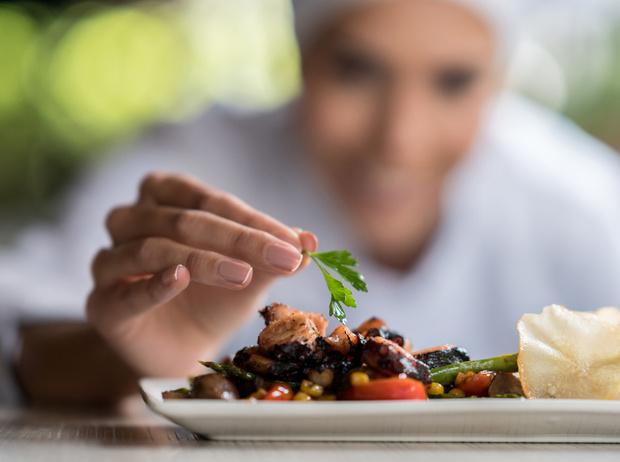 Фото №4 - Последние тренды ресторанов: собственный огород, еда в темноте и не только