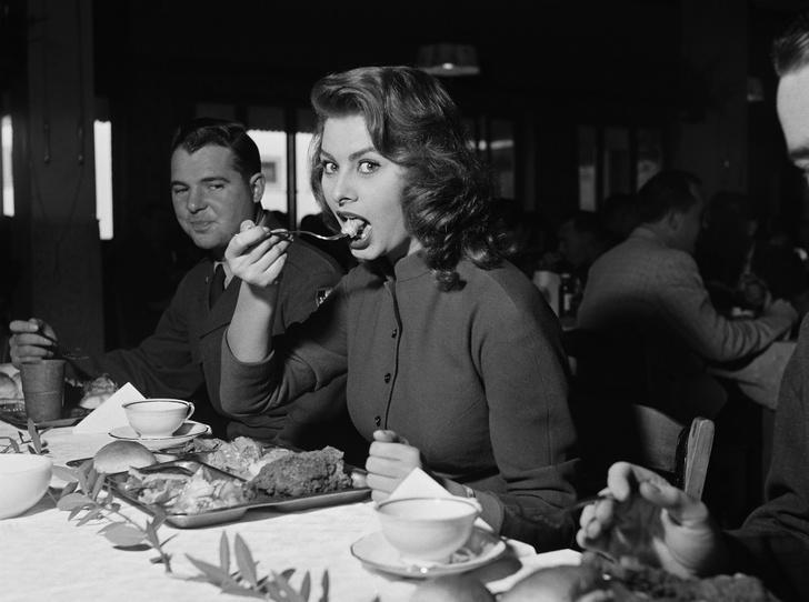 Фото №8 - Рецепты Голливуда: любимые блюда Мэрилин Монро, Одри Хепберн и Софи Лорен