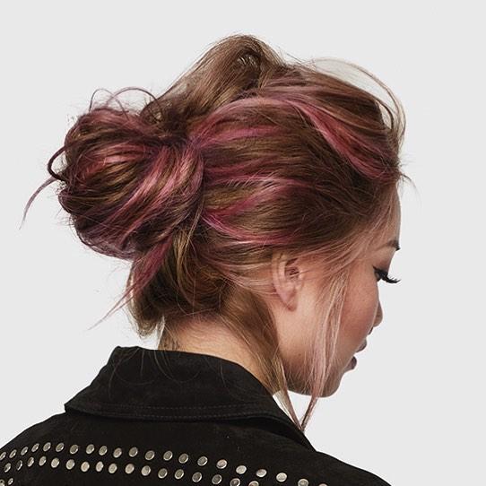 Фото №1 - 7 стильных укладок для длинных волос, которые сможет повторить каждая