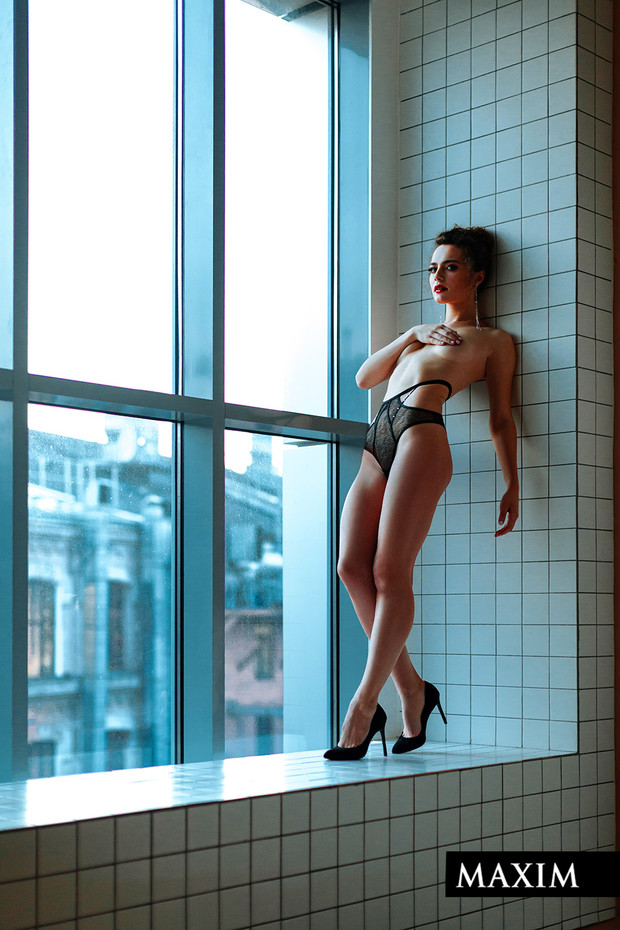 Фото №7 - Наш горячий эксклюзив! Кадры фотосессии Ангелины Поплавской в MAXIM, которые не печатались в журнале