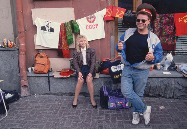 Фото №1 - Одежда из 90-х, которая была модной, потом стала стыдной, а теперь опять стала модной