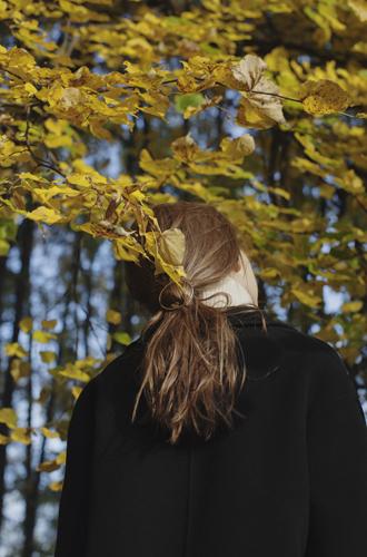 Фото №6 - Осенние прически, которые можно сделать при помощи воротников и шарфов